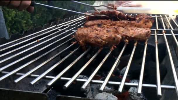 Proces vaření masa na grilu closeup