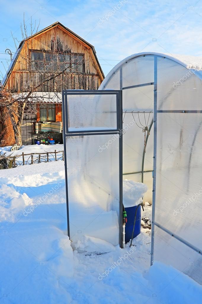 Landhaus Mit Einem Gewachshaus Polycarbonat Winter Stockfoto