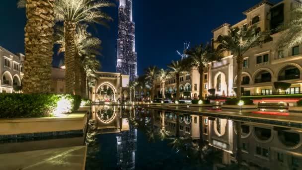 Ingresso di Alberghi, uffici e Souk vicino a Burj Khalifa, ledificio più alto del mondo timelapse in Dubai, Emirati Arabi Uniti