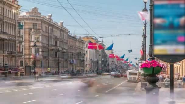 a Nyevszkij Prospekt-t a Szent Pétervári felkelés tér közelében tekintheti meg. Oroszország