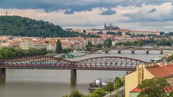 Pohled na Prahu z vyhlídkové paluby Visegrádu. Praha. Česká republika.