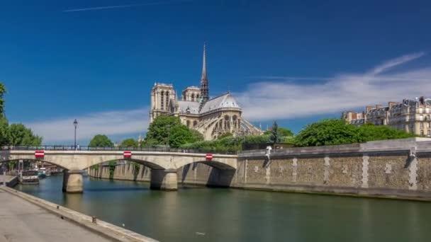 Seine a Notre Dame de Paris timelapse hyperlapse je jedním z nejznámějších symbolů Paříže