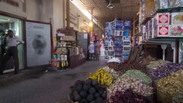 Dubaj Spice Souk nebo staré Souk je tradiční trh v Dubaji, Spojené arabské emiráty timelapse