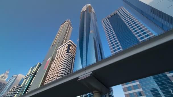 Mrakodrapy na Sheikh Zayed Road v Dubaji timelapse hyperlapse