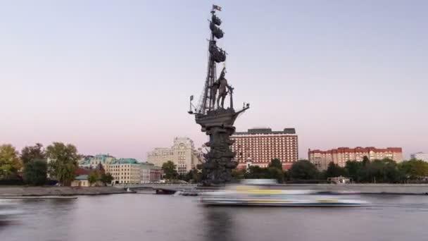 Moskva, Rusko-červenec 2014: panoramatický pohled na pomník ruského císaře Petra Velikého, Moskva, Rusko