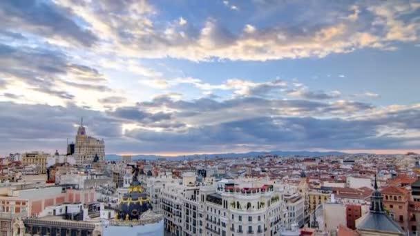 Panorámás a légi felvétel a Gran Via timelapse a naplemente, a Skyline régi város városkép, Spanyolország, Európa fővárosa.