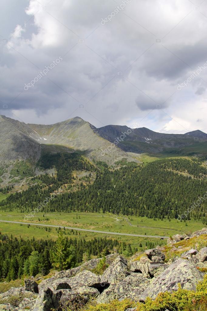 西サヤン山脈の谷 — ストック写...
