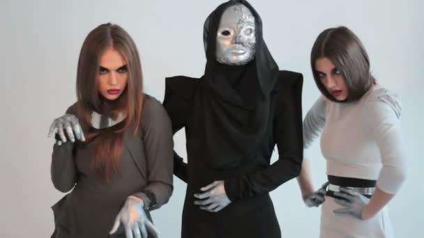 3 holky v fotografování fashion studio