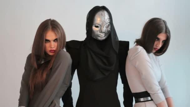 3 ragazze in studio moda photoshooting