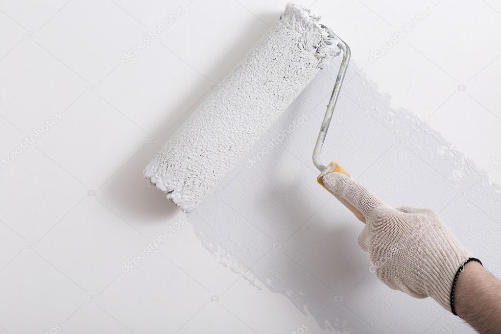 Zbliżenie Na Ramię Malarz Malowanie ścian Z Wałkiem Zdjęcie