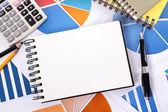 Pénzügyi háttér üres notebook