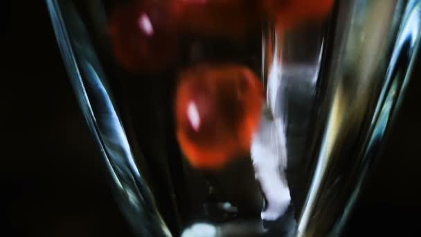 Čaj bubliny Falls zpomaleně skla