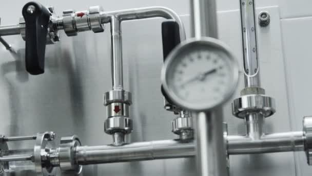 Manometer für Rohrleitungen im Labor