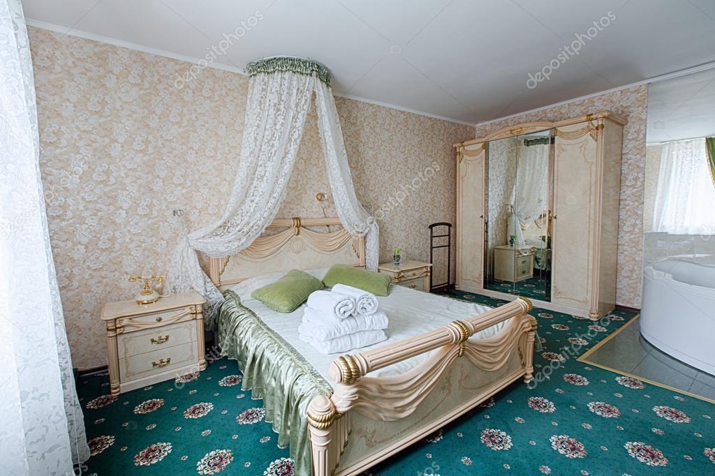 빈티지 클래식 호텔 침실 인테리어 — 스톡 사진 © Milkos #102926952