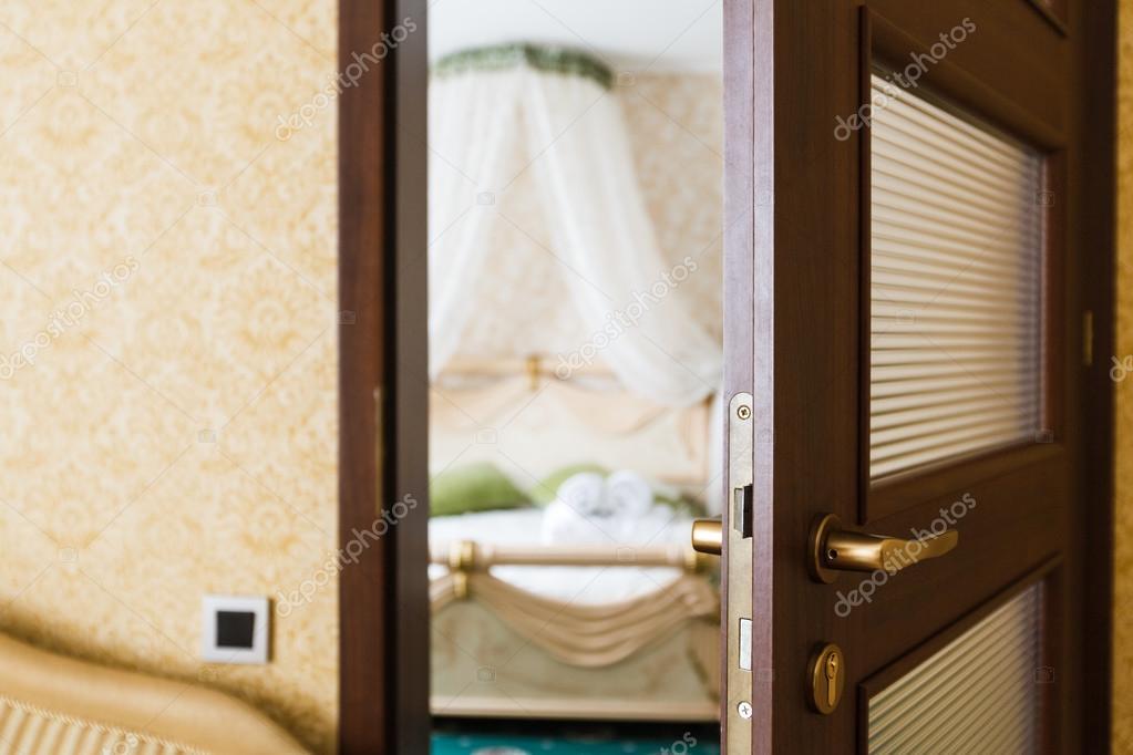 Half Open Door Of A Hotel Bedroom U2014 Stock Photo