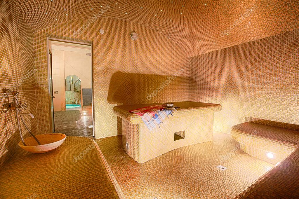 Interieur van de turkse sauna hamam bij wellness center