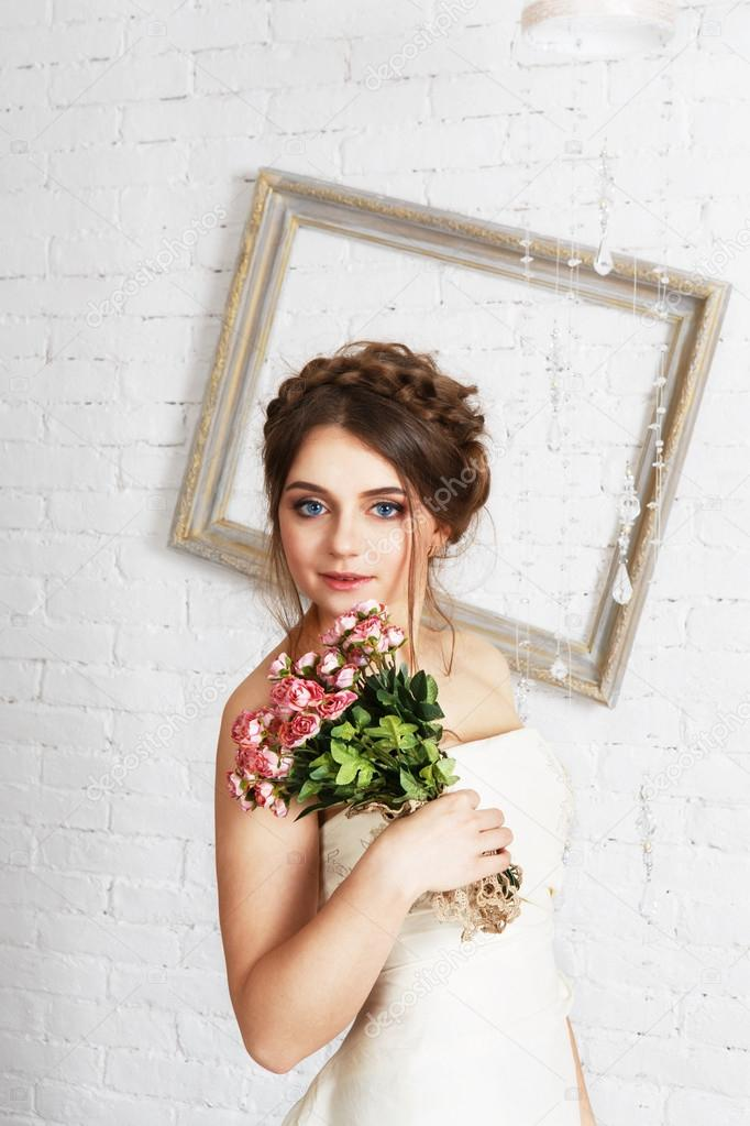 Braut-Portrait in Champagner Brautkleid — Stockfoto © Milkos #107542582