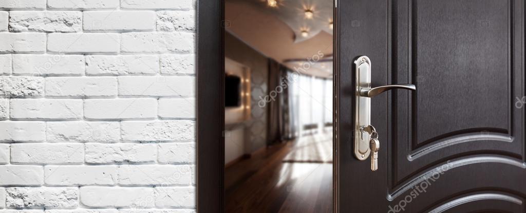 Etonnant Half Open Door Of A Modern Living Room Closeup. U2014 Stock Photo