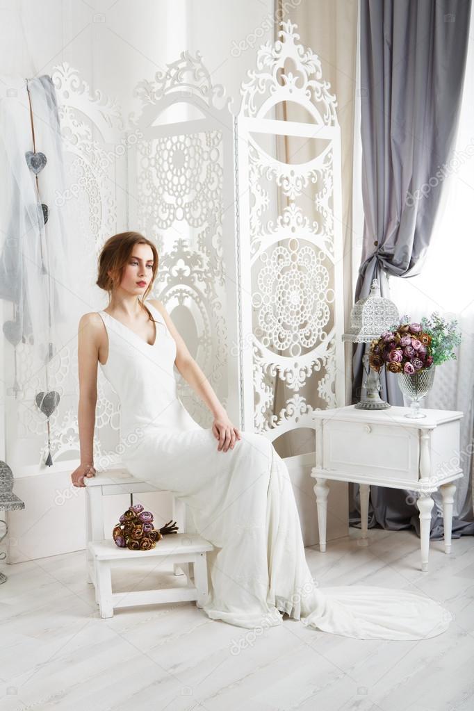 Schöne junge Braut in Vintage Brautkleid — Stockfoto © Milkos #108514198