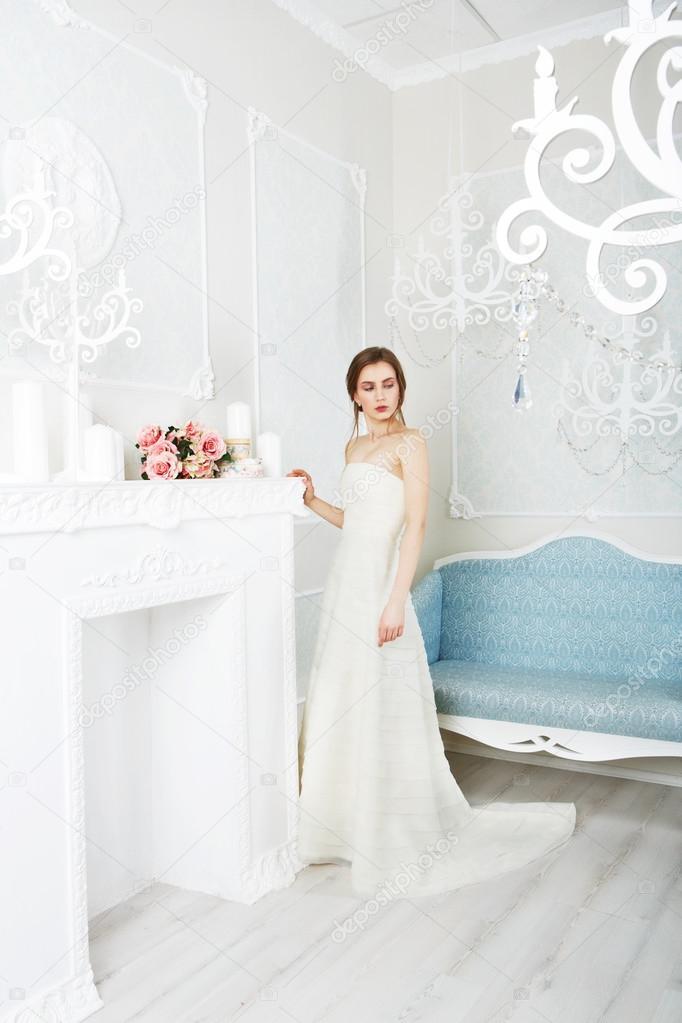 Schöne junge Braut in Vintage Brautkleid — Stockfoto © Milkos #108517082