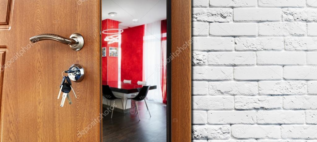 Halb geöffnete tür  Halb offene Tür von einer modernen Küche-Nahaufnahme — Stockfoto ...
