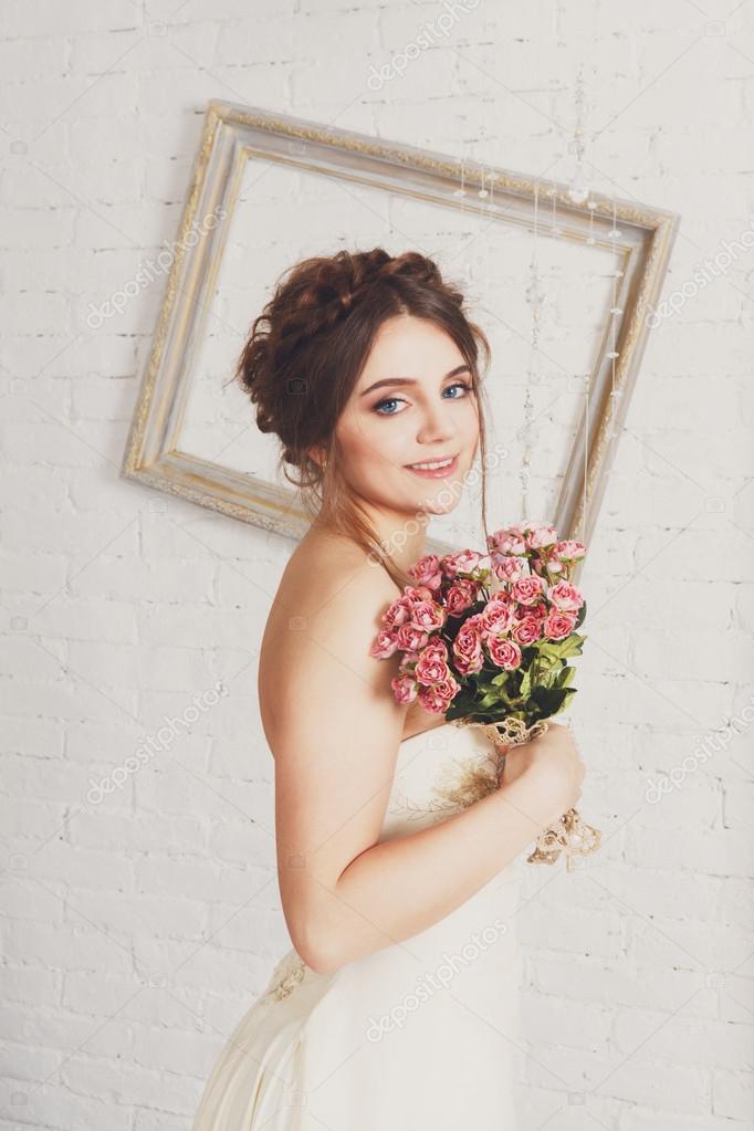 Braut-Portrait in Champagner Brautkleid — Stockfoto © Milkos #111453090