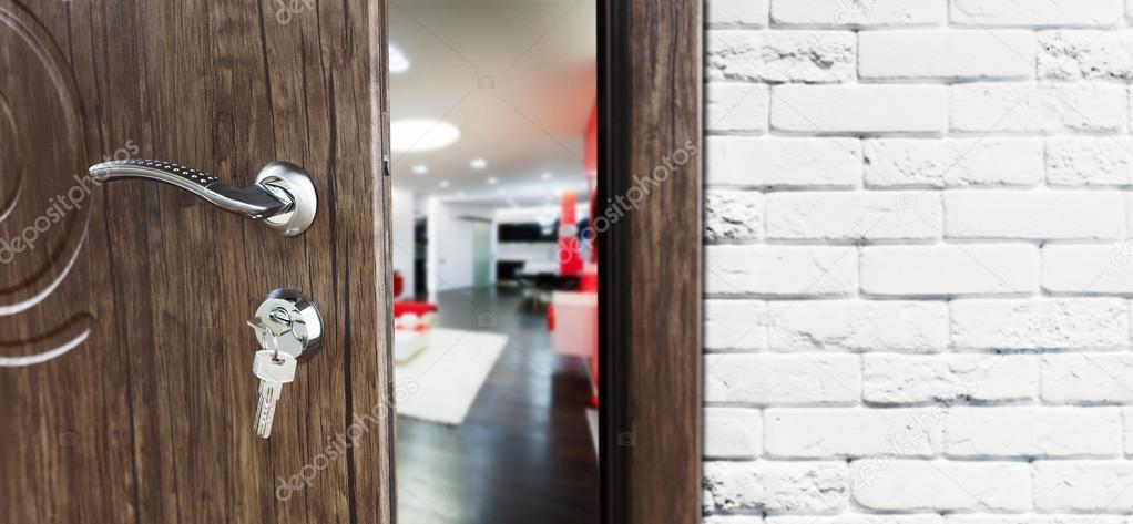Halb geöffnete tür  offene Tür von einer modernen Wohnzimmer-Nahaufnahme — Stockfoto ...