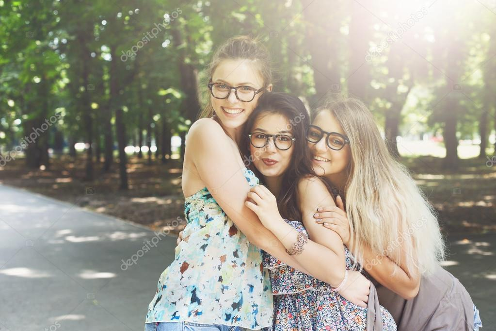 Развлечения с молодыми девушками