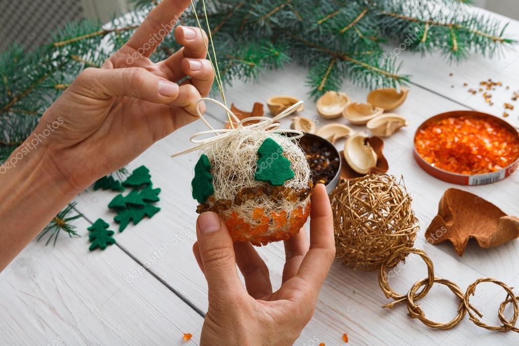 Decorazioni Fai Da Te Natale : Mini alberi di natale a costo zero dal riciclo creativo greenme