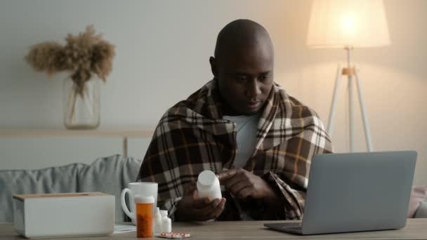 Ill afrikai férfi olvasó orvosi tabletták utasítás Ülő otthon