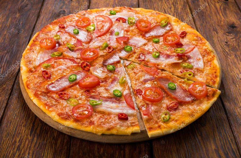 https://st2.depositphotos.com/4218696/9514/i/950/depositphotos_95142124-stock-photo-delicious-pizza-with-red-and.jpg