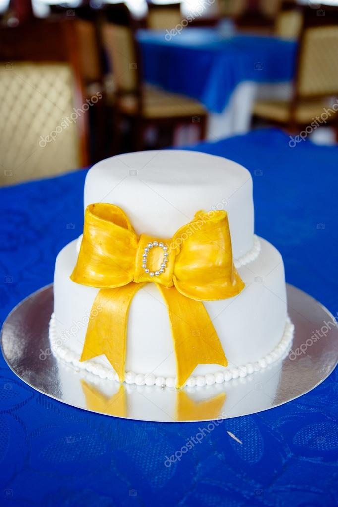 White wedding cake — Stock Photo © smmartynenko #101263062