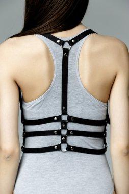 woman wearing kombidress with belt