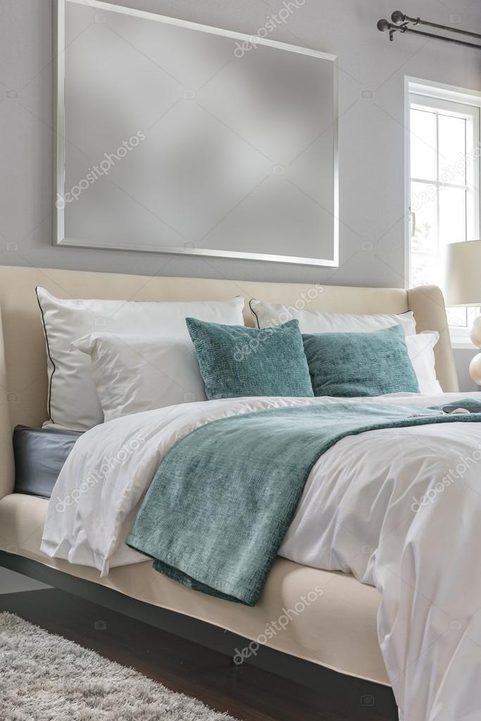 camera da letto di lusso con tono di colore verde — Foto Stock ...
