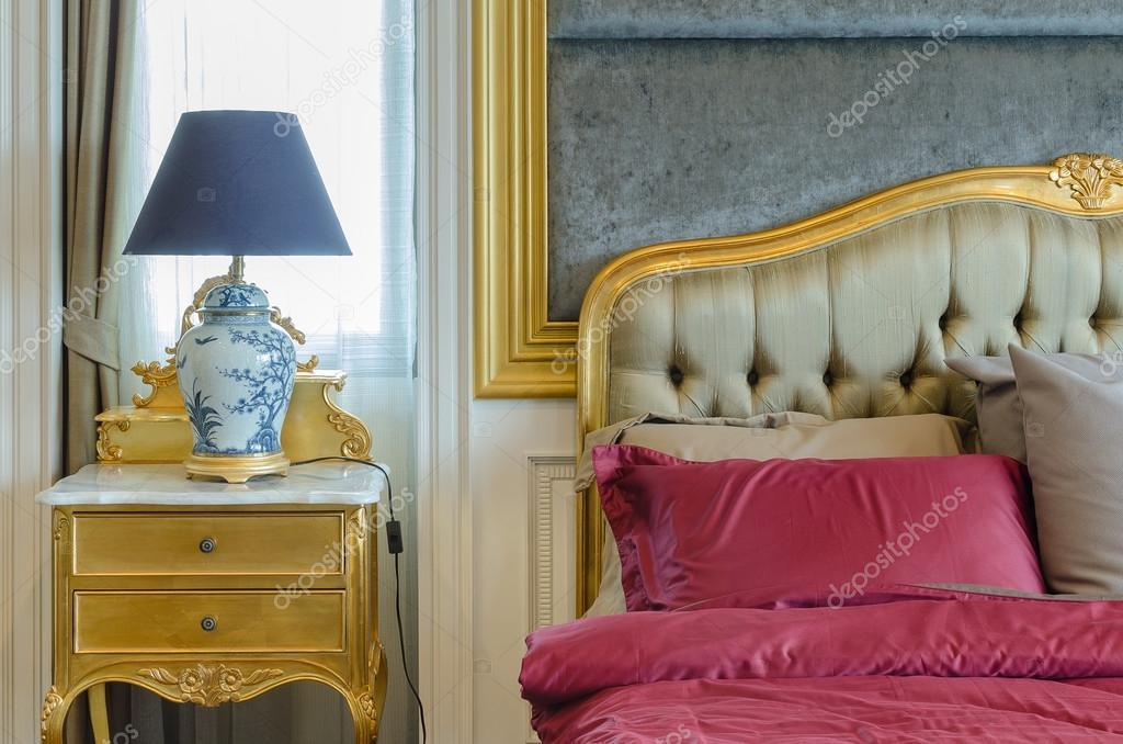 lampada stile cinese sul tavolino in camera da letto classico design ...