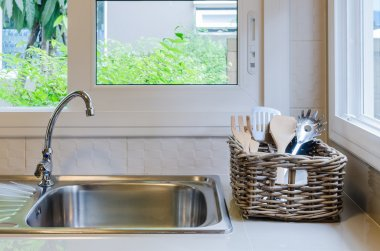 basket of utensil with sink