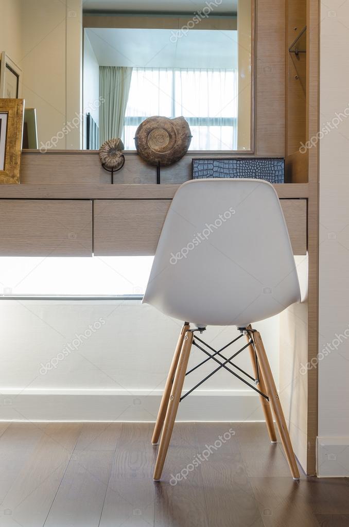 Moderne Witte Kaptafel.Moderne Witte Stoel Met Kaptafel Stockfoto C Khongkitwiriyachan