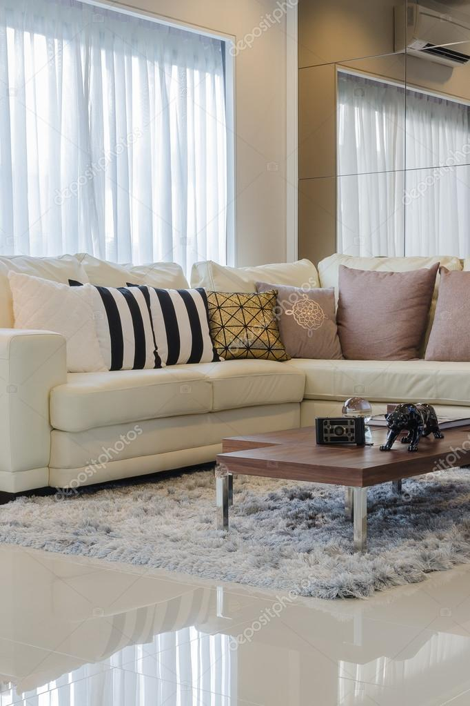 Cuscini Divano Tortora.White Sofa With Pillows And Wooden Table In Living Room Stock