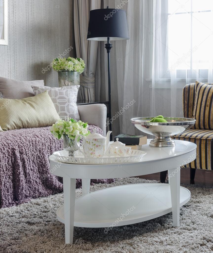 Luxus Wohnzimmer Mit Sofa Und Weiß Tisch Auf Teppich Bei Hom U2014 Stockfoto