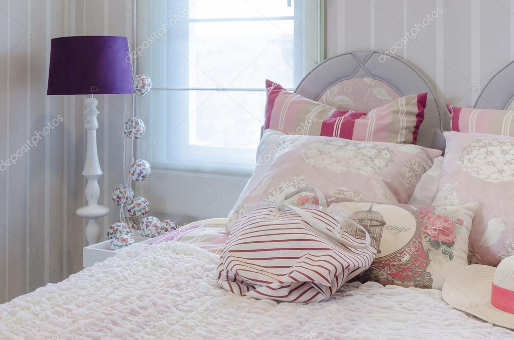 Slaapkamer Lamp Roze : Luxe roze kleur regeling slaapkamer met lamp u2014 stockfoto