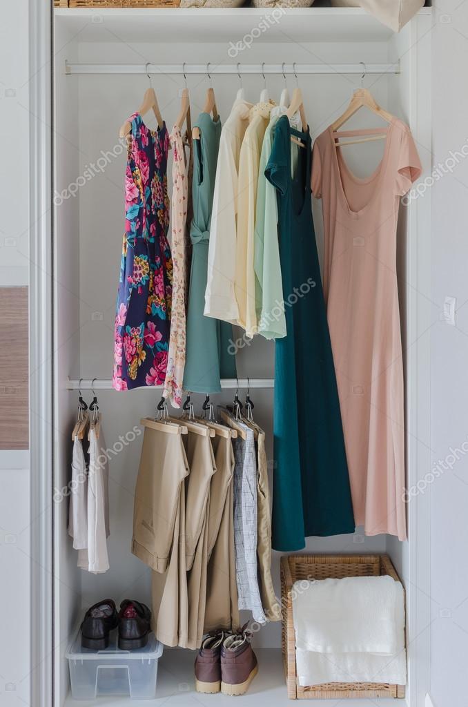 білий шафа з одягу 4e044581387b1