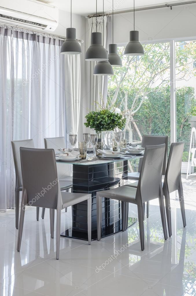 tavolo da pranzo e sedia in sala da pranzo bianco — Foto Stock ...