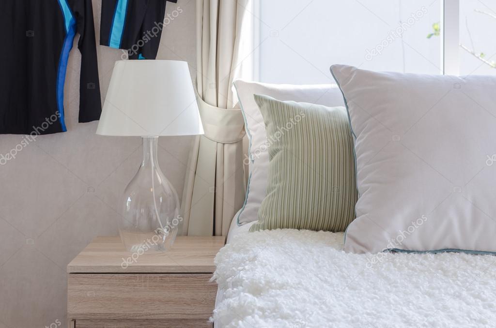 Lampy Nowoczesne Szkło Na Drewniany Stolik W Sypialni Zdjęcie