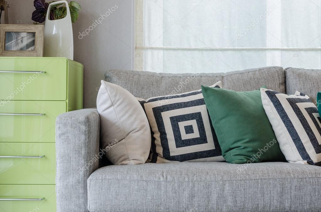Tavolino Salotto Verde : Moderno salotto con divano e verde del tavolino u2014 foto stock