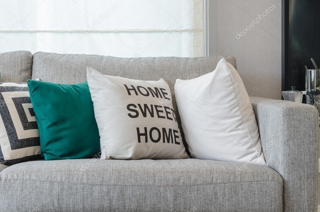 moderne grau sofa mit kissen schwarz wei und gr n stockfoto khongkitwiriyachan 85371534. Black Bedroom Furniture Sets. Home Design Ideas