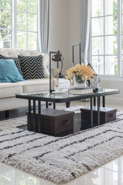 glass table with vase of flower on carpet in classic living room