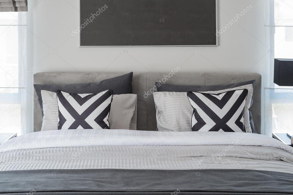 zwart-wit moderne slaapkamer stijl met moderne bed — Stockfoto ...