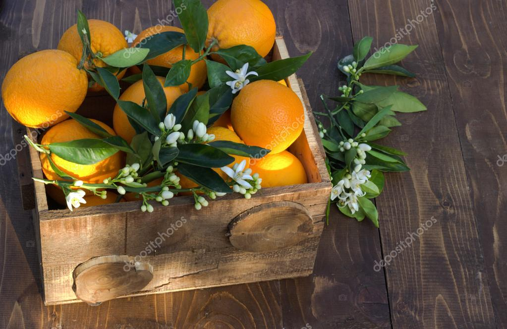 Oranges in a box.