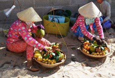 Women at vietnam hat