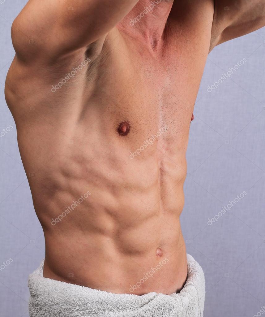 Musculoso hombre torso, pecho y axilas depilación cerca. Tratamiento ...